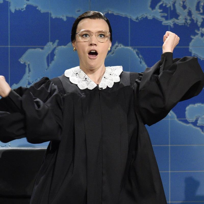 SNL's Kate McKinnon Calls Ruth Bader Ginsburg a 'Robed Crusader' in Tribute: 'A Real-Life Superhero'